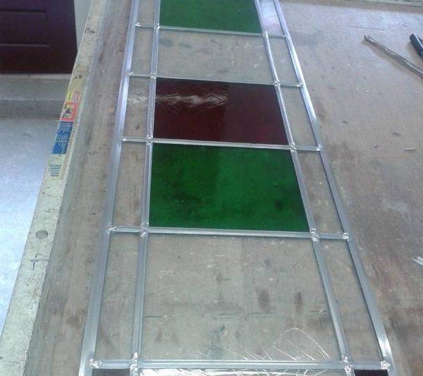 kleine projectjes dubbelglas en enkel. Glas met een facet en een gezaaid glas in lood paneel voor een werk in Koekange
