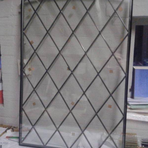 Blank glas in lood raam diagonaal met toog en gemonteerd in isolatieglas De Wijk