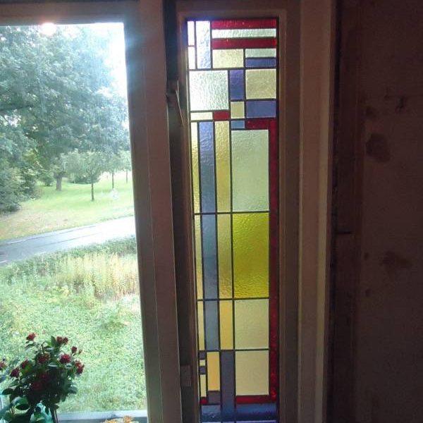 Van bestaande glas in lood ramen glas schoongemaakt, in nieuw lood gezet en gemonteerd in dubbelglas Linde Zuidwolde