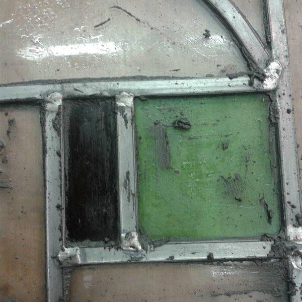 Frans model glas in lood raam in nieuw lood gezet en ingekit met glas in lood kit Kampen